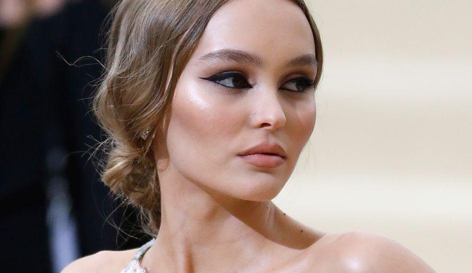 Lily-Rose-Depp-Johnny-Depp-Vanessa-Paradis-Cannes-Film-Festival